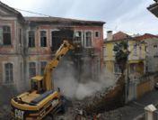 Trabzon'da Tehlike Arz Eden Eski Binalar Tek Tek Yıkılıyor