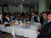 Vali İle Odacısı Aynı Masada