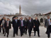 Bakan Yılmaz Tarihi Mekanları Gezdi
