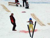 Kayakla Atlayan Minikler Göz Doldurdu