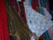 Parlak Desenli Giysiler Rağbet Görüyor