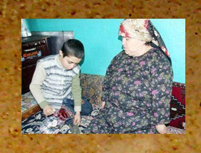 MUHAMMED AK - Engelli annesinin bakımını üstlendi