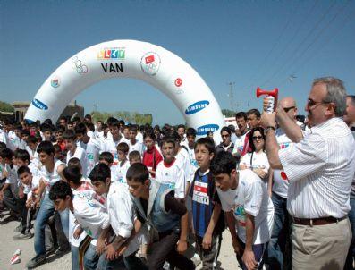 HALIL BERK - 'Olimpik Günü Koşusu' Van'da Da Yapıldı