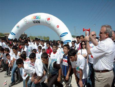 HALIL BERK - Van'da Olimpik Günü Koşusu
