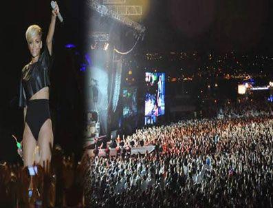 TANEM SIVAR - Ünlü şarkıcı Rihanna İstanbul'u salladı!
