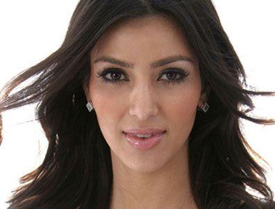 TOMB RAIDER - Kim Kardashian Lara Croft olma yolunda