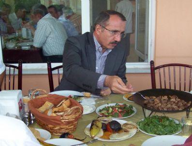 EKREM ÖZCAN - Bakan Dinçer Sertavul'da Sac Kavurma Yedi