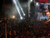 Antalyalılar Yeni Yıla Suni Kar Altında Girdi