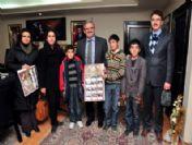 Çogemli Çocuklar Hazırladıkları 2011 Takvimini Vali Karaloğlu'na Hediye Etti