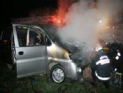 Düzce'de Park Halindeki Minibüs Yandı