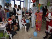 Liseli Gençlerden Hasta Çocuklara Yılbaşı Kutlaması