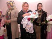 Mhp Van Kadın Kolları Başkanı Aytürk'ten Yeni Yılın Annelerine Çiçek