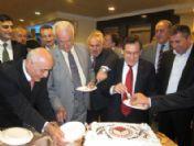 Trabzon Ticaret Ve Sanayi Odası'nda 2011 Yılı Pasta Kesilerek Karşılandı