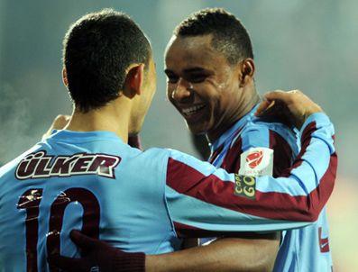 BORDO MAVILI TAKıM - Trabzonspor Manisaspor maçı golleri izle