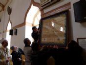 Kayhan Camii'nden Çalınan Kitabe Yerine Asıldı