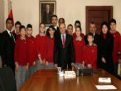 Vali Çakacak'tan Matematik Olimpiyatlarında Başarılı Olan Öğrencilere Ödül