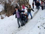 Okul Çıkışında Kar Sevinci