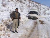 Siirt'te Kar Yağışı Nedeniyle Köy Yolları Kapandı