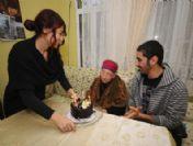 80'lik Şüşü Teyze'nin İlk Doğum Günü Kutlaması Yapıldı