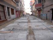 Şair Ece Ayhan Sokak'ta Taş Döşeme Çalışması Sürüyor