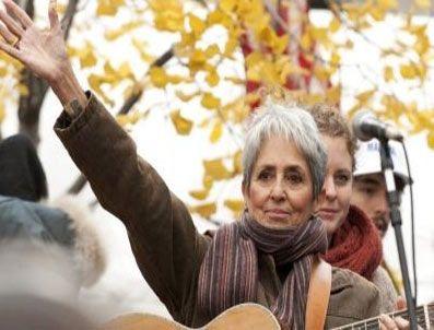 BURLINGTON - Joan Baez'den isyan konseri