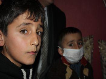 AHMEDI HANI - Depremzede Aileye Gönüllü Öğretmenler Kucak Açtı