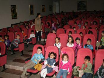 SINAN ACAR - Devrek Belediyesi'nden Öğrencilere Tiyatro