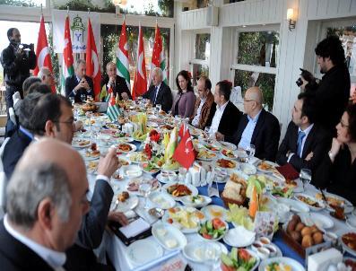 ABHAZYA - Abhazya Cumhurbaskanı Bagapş, Türk Gazetecilerle