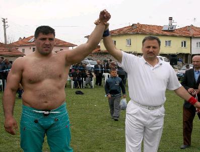 Boğazkale Karakucak Güreşlerinde Başpehlivan Recep Kara Oldu