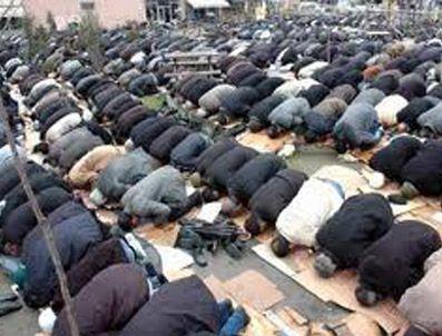 AHMEDI HANI - Camiye siyaset soktular