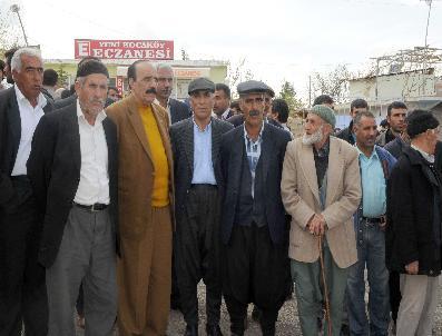 Kocaköy'de Vatandaşlar Kaymakama Destek İçin Yürüdü