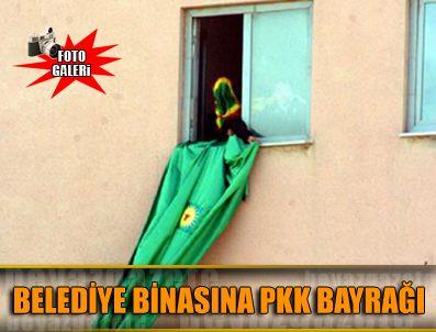 AHMEDI HANI - Seçim bürosu açılışında belediye binasına PKK bayrağı asıldı