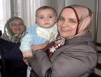NURAY YıLMAZ - Bayan Bayraktar'Dan Hastanelere Ziyaret