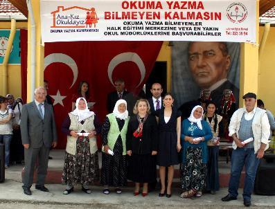 """Sivaslı'Da """"Ana Kız Okuldayız"""" Kampanyası"""