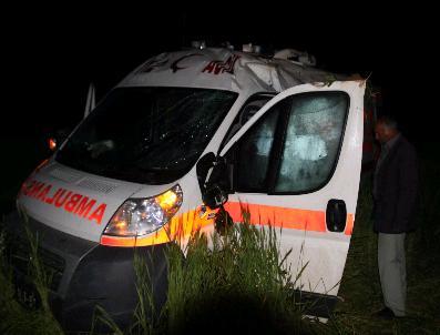 Konya'da Ambulans Tarlaya Uçtu: 3 Yaralı