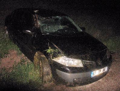 Şimşek Çakınca Paniğe Kapılan Sürücü Kaza Yaptı