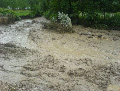 RAHMI TEKIN - Dursunbey'de sel köprü yıktı