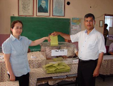 AYDıN ÖZER - Milletvekili Adayları Oylarını Kullandı