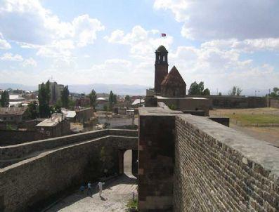 SASANILER - Erzurum Kaleleri Geçmişi Bu Güne Taşıyor