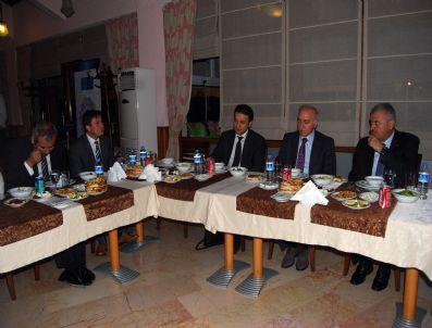 KANAL İSTANBUL - Ulaştırma Bakanı Gazetecilerle İftarda Buluştu (1)