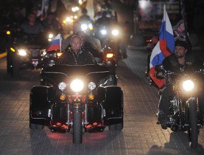 ARIA - Rusya Başbakanı Putin`den Motosiklet Şovu