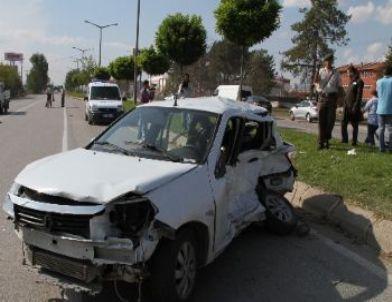 Jandarma komutanlığı önündeki kaza da biri ağır 2 asker