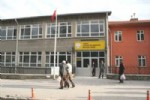 Okuldan Atılan Öğrenci Öğretmenlere Bıçakla Saldırdı