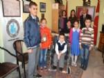 ŞENOL ENGIN - Öğrenciler Topladıkları Kapaklarla Bir Öğrenciye Tekerlekli Sandalye Armağan Etti