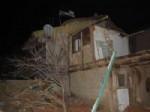ALI BAŞTÜRK - Yıkımına Başlanan İki Katlı Ev Çöktü