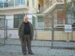 CEMAL ÖZDEMIR - Evi Yıkılınca Denizde Kalan Arsasını Demirlerle Çevirdi