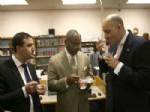 KIMSE YOK MU DAYANıŞMA VE YARDıMLAŞMA DERNEĞI - Sandy Kasırgasından Zarar Gören Kütüphaneye Türkler Yardım Etti