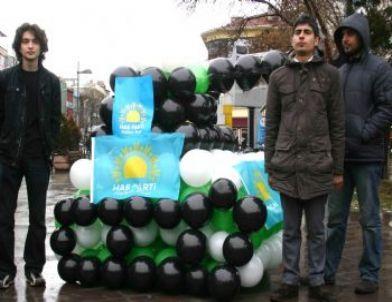 28 Şubat'a Balondan Yapılmış Tankla Tepki