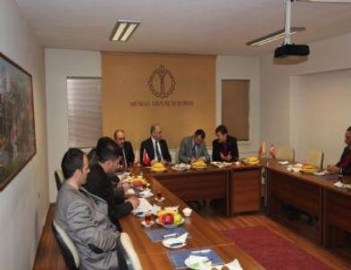 Ak Parti Erzurum Milletvekili Cengiz Yavilioğlu ve İl Başkanı Murat Kılıç, Müsiad Şubesi'ni Ziyaret Etti.
