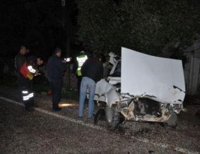Bayan Sürücü Kazada Ağır Yaralandı